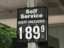 Precios de la gasolina imagen de archivo libre de regalías