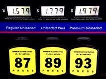 Precios de la gasolina baratos Imagenes de archivo