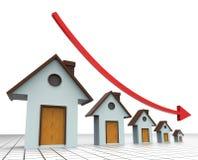 Precios de la vivienda que disminuyen al agente inmobiliario And Buildings de las demostraciones Fotos de archivo libres de regalías
