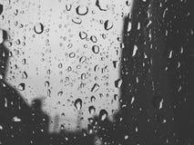 Precipitación sobre el vidrio Imagen de archivo