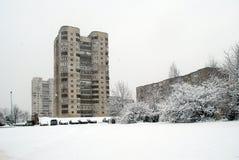 Precipitazioni nevose di inverno nella capitale del distretto di Fabijoniskes della città della Lituania Vilnius Immagine Stock