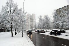 Precipitazioni nevose di inverno nella capitale del distretto di Fabijoniskes della città della Lituania Vilnius Fotografie Stock Libere da Diritti