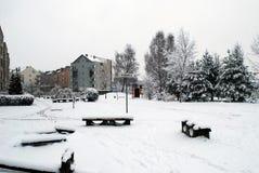 Precipitazioni nevose di inverno nella capitale del distretto di Pasilaiciai della città della Lituania Vilnius Immagini Stock