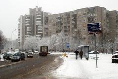 Precipitazioni nevose di inverno nella capitale del distretto di Seskine della città della Lituania Vilnius Fotografie Stock