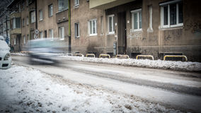 Precipitazioni nevose estreme in città europea Fotografie Stock Libere da Diritti