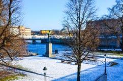 Precipitazioni nevose su un parco a Stoccolma, Svezia Fotografia Stock