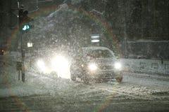 Precipitazioni nevose sulle vie di Velika Gorica, Croazia fotografia stock