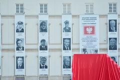Precis för ceremonin av att avtäcka monumentet offren av en flygplanskrasch nära Smolensk Arkivbilder