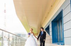 Precis gift par utomhus Royaltyfri Foto