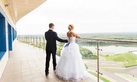 Precis gift par utomhus Royaltyfri Fotografi