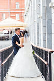 Precis gift par utomhus Arkivbild