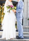 Precis gift par utomhus Fotografering för Bildbyråer
