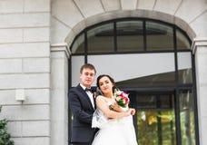 Precis gift par utomhus Arkivbilder
