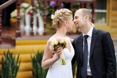 Precis krama för gift par arkivbild