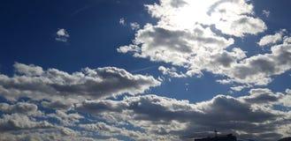 Precis molnen arkivfoto
