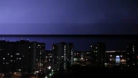 Precypitacja w obszarze zamieszkałym miasto kamera no rusza się Eksponował Ogólnego plan zbiory wideo