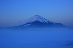 Predawn Mt. Fuji over freeze up Lake Yamanaka Stock Photos