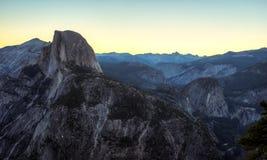 Predawn sulla regione selvaggia di Yosemite Immagini Stock Libere da Diritti