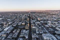 Predawn Wilshire aéreo Bl Los Ángeles California imagen de archivo libre de regalías