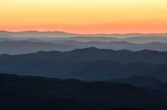Predawnljus, blåa Ridge Mountains, North Carolina Arkivbild