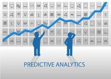 Predictive analyticsillustration Affärsfolk som analyserar det positiva diagrammet med olika apparater och dataobjekt i baksidan Arkivfoton