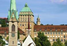 Predigerkirche en hoofdgebouw van Universiteit van Zürich Royalty-vrije Stock Foto's