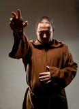 Predikende middeleeuwse monnik Stock Foto's