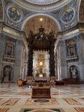 Predikstol av basilikan av St Peter i Vaticanet City royaltyfri bild