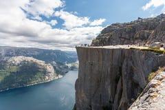 Predikstolen vaggar på Lysefjorden (Norge) Royaltyfri Bild