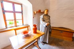 Predjama, Eslovenia - 22 07 2018: Interior del castillo medieval de Predjama cerca de la cueva de Postojna Fortaleza de Eslovenia fotos de archivo