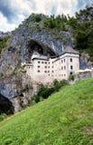 Predjama slott, nära by av Predjama, Slovenien Royaltyfria Bilder