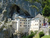 Predjamski-Absolvent, das Schloss im Felsen, Slowenien lizenzfreies stockfoto