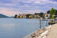 Predore Iseo sjö, Lombardy Royaltyfria Bilder