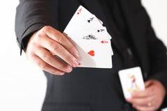 Preensão da mão do homem os quatro ás Foto de Stock Royalty Free