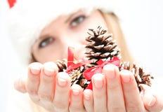 Preensão da mulher nova poucos cones à disposicão Imagens de Stock Royalty Free