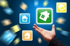 Preensão esperta da mão o ícone da casa Imagens de Stock