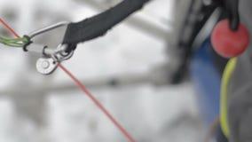 Preensão posta do freio do punho do paraglider vídeos de arquivo