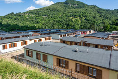 Prefabrykacyjni domy budowali po trzęsienia ziemi który uderzał miasteczko Arquata Del Tronto na Sierpień 24, 2016, w Italy Zdjęcie Stock