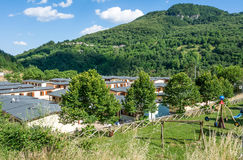 Prefabrykacyjni domy budowali po trzęsienia ziemi który uderzał miasteczko Arquata Del Tronto na Sierpień 24, 2016, w Italy Fotografia Stock