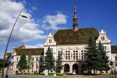 A prefeitura do Condado de Hunedoara é uma construção bonita na cidade de Deva, construída no século XIX, em um estilo eclético a fotos de stock