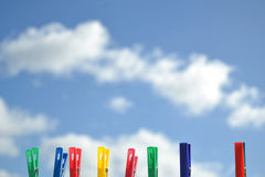 Pregadores de roupa coloridos Fotografia de Stock
