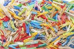 Pregadores de roupa multicoloridos Fotografia de Stock Royalty Free