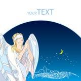 Pregando l'angelo con la benda sulla natura osservi il fondo con la luna e le stelle Fotografia Stock