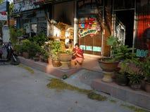 Pregare buddista di signora Fotografia Stock