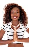 Pregare giovane donna africana immagine stock