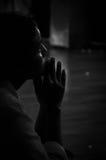 Pregare giovane signora, tempio di Kandy, Sri Lanka Immagine Stock