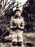Pregare l'annata tailandese della statua Immagini Stock