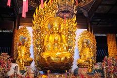 Pregare la statua di Buddha fotografie stock