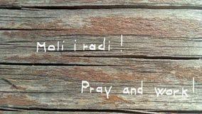 Preghi e lavori fotografie stock