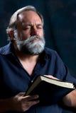 Preghiera barbuta dell'uomo Immagini Stock Libere da Diritti